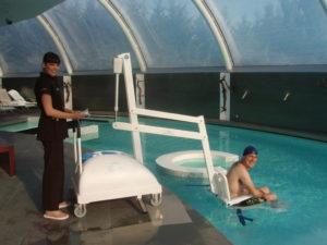 Grúas para piscinas adaptadas y Spas