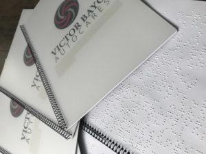 Información servicios y evacuación en braille
